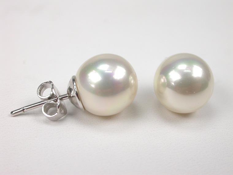 Classic Pearl Earrings. Choose colour and size of the Pearls!